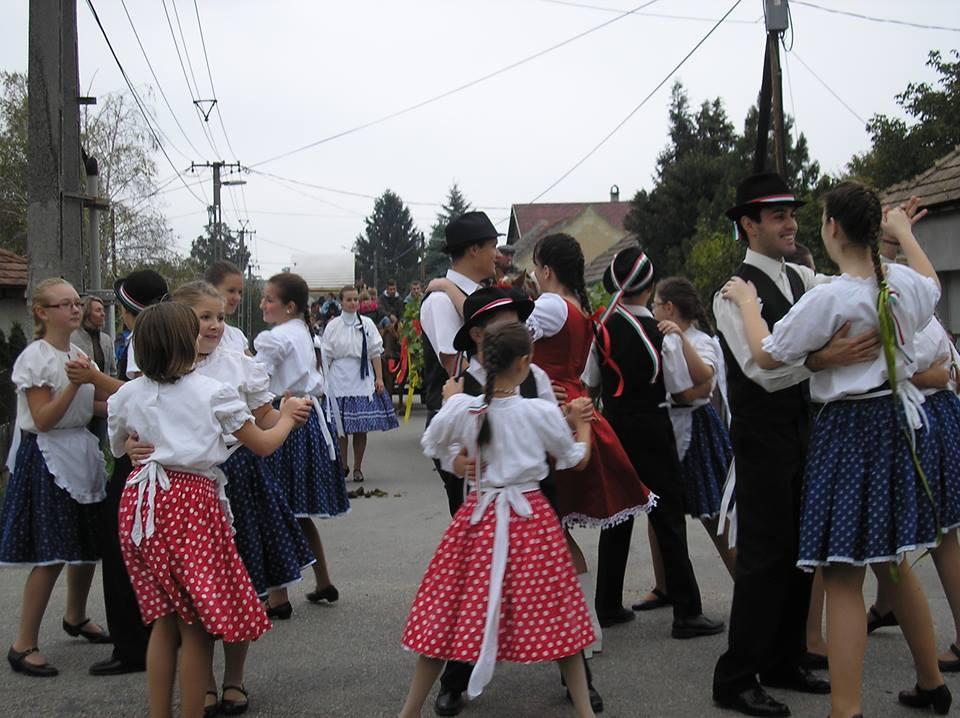 Fénykép a Pallas Egyesületről egy lepsényi rendezvényen.