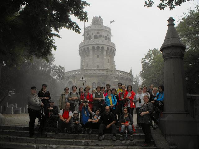 Fénykép a Talpalók Egyesület tagjairól egy kiránduláson.