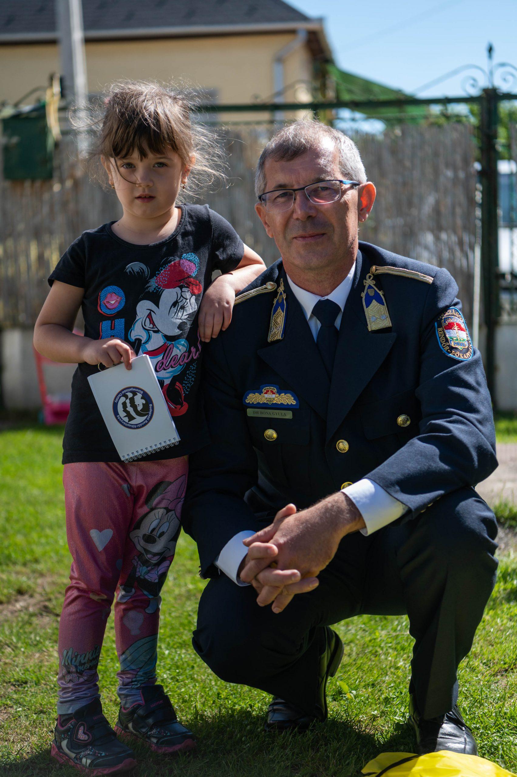 dr. Bóna Gyula rendőr alezredes és Elena